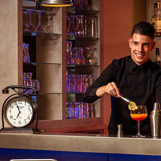 Attic bar - Hotel Mercure Lyon Est à Chaponnay